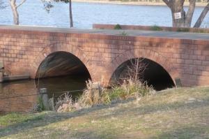 公園めがね橋の下